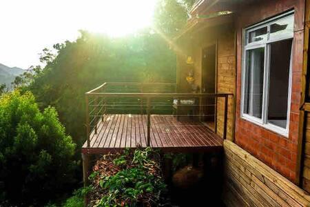 Casa no sítio junto a natureza e paisagem