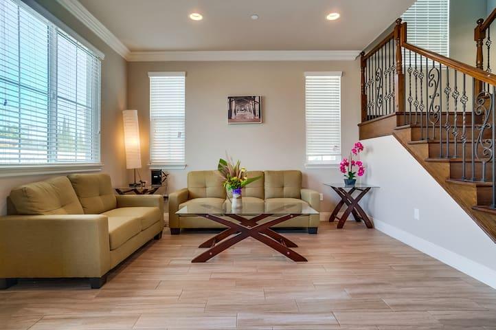 brand new private suite in convenient location/C02