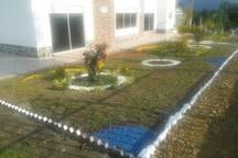Jardines frente a la casa principal