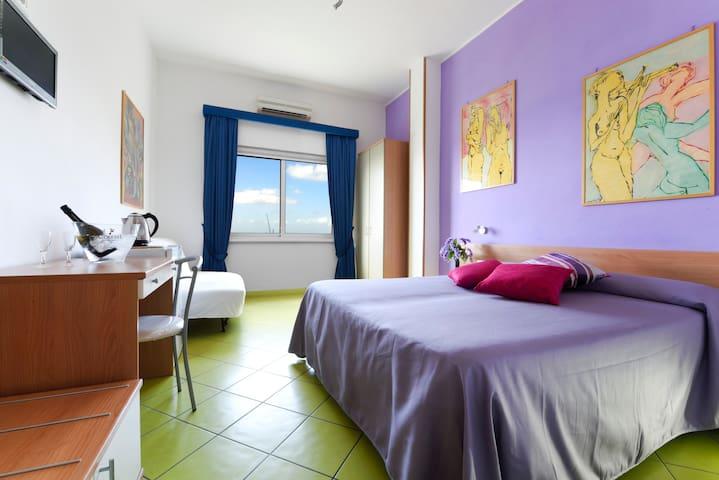 sleep on the beach 2 - violet  room