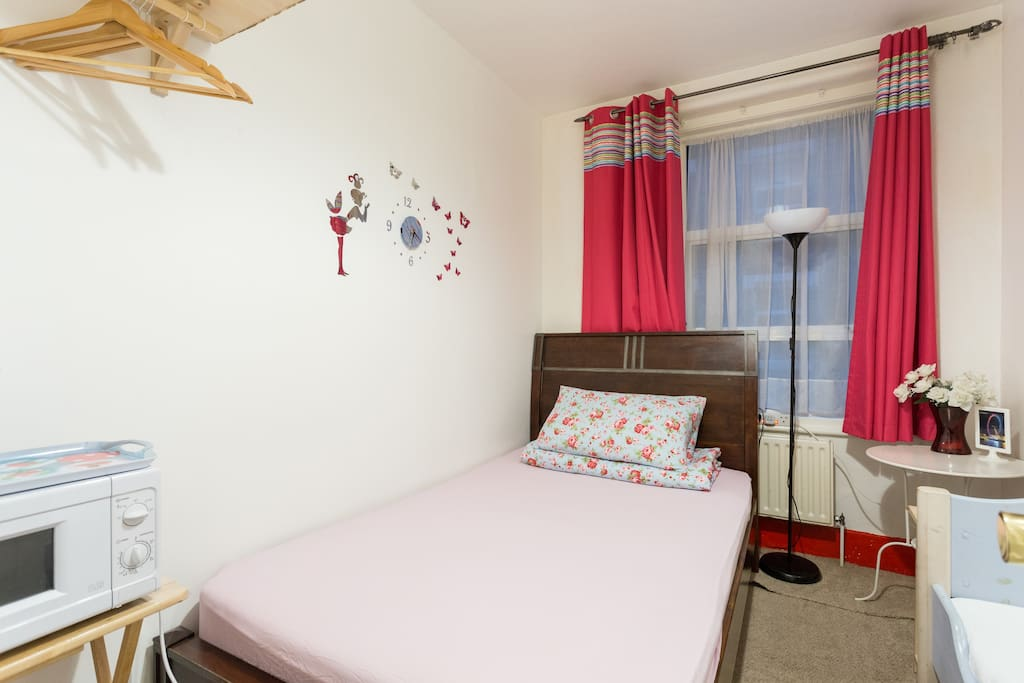Double bed with 1 child bed