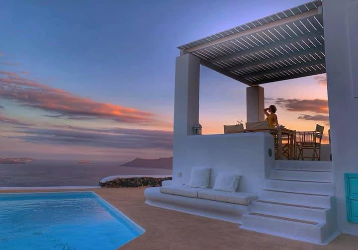 Villa Polaris Oia, volcano view & swimming pool.