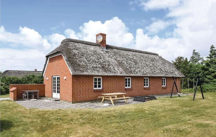 Holiday cottage with 3 bedrooms on 90m² in Ulfborg