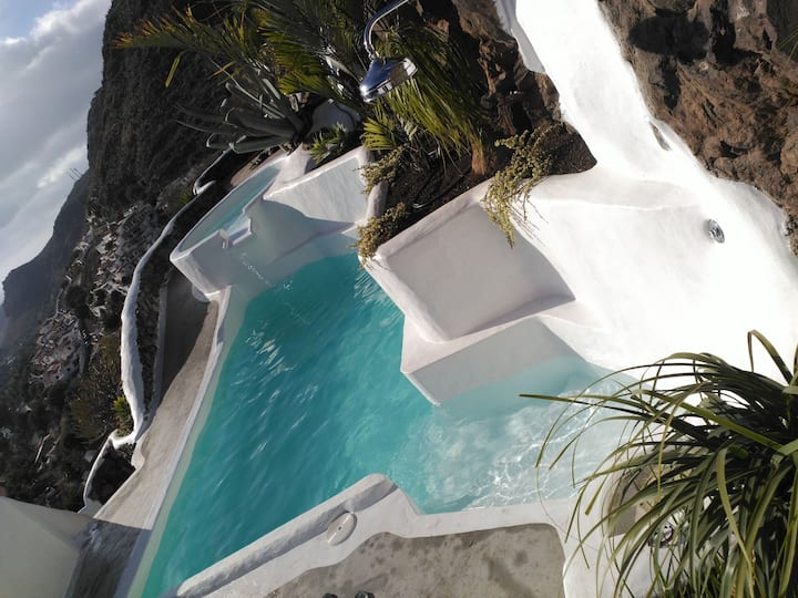 Villa. Private jacuzzi &pool with optional heating