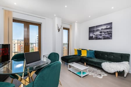 St Albans✔ Deluxe Central Apartment✔ Free Parking