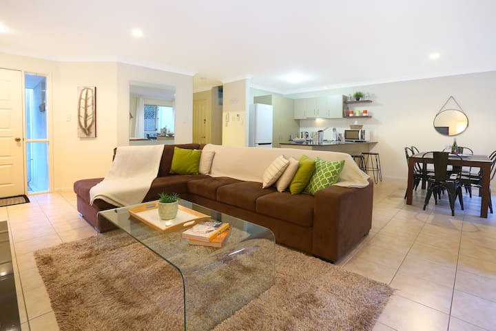 Theme Park Holiday Townhouse - Oxenford - Townhouse