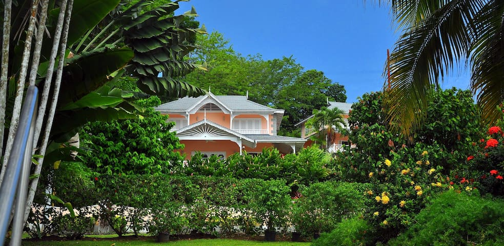 Plantation Beach Villa - At the beach! 1-6 persons