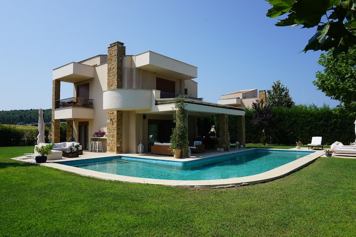 Luxury Villa with Swimming Pool