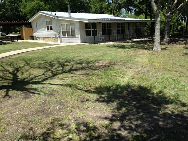 Cross C Ranch Cabin, 3BR2B, on 112 acres near Waco - McGregor - Kisház