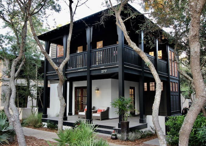 `Chasing Sunset` Stunning Rosemary Beach Cottage on the South Side of 30A