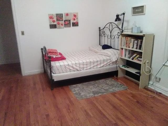 Wonderful room for rent in the Bronx