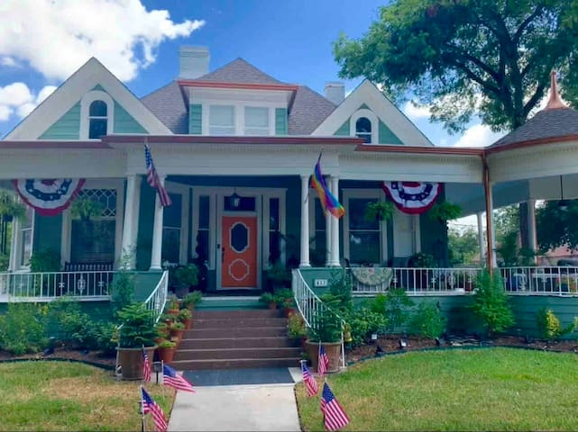 Historic Home  in Downtown Temple