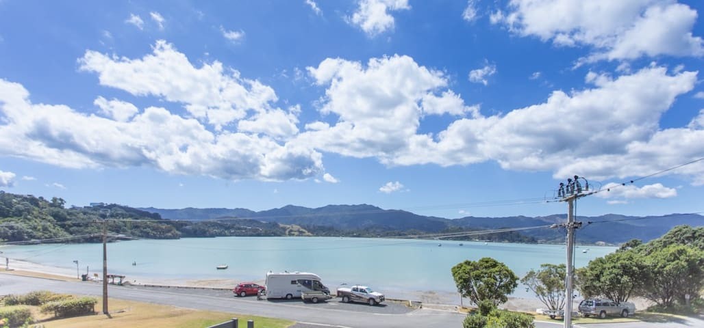 Waterfront in Wyuna Bay-just meters to the beach!