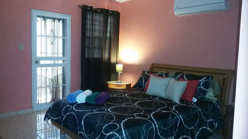 Cozy air condition rm with parking - Aguadilla