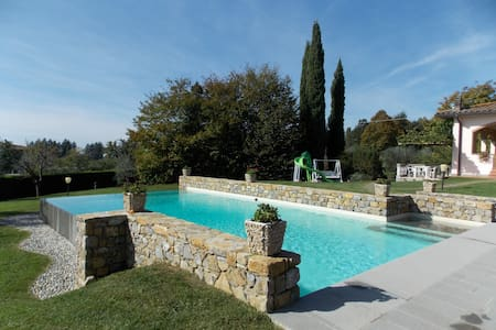 Panoramic villa with garden, pool and large loggia - Santa Maria A Vezzano - House