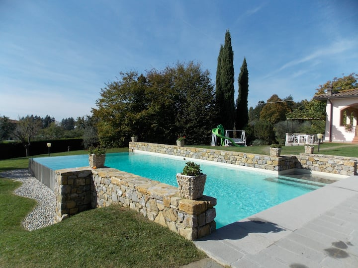 Panoramic villa with garden, pool and large loggia
