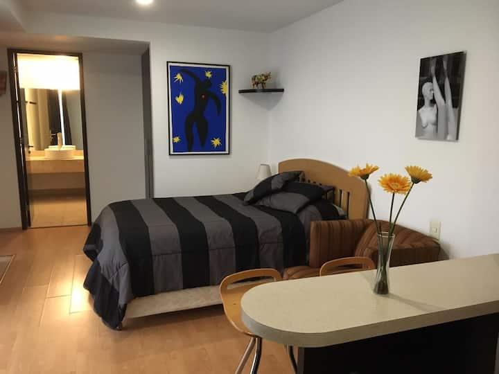 Suite amueblada con las comodidades de un hotel