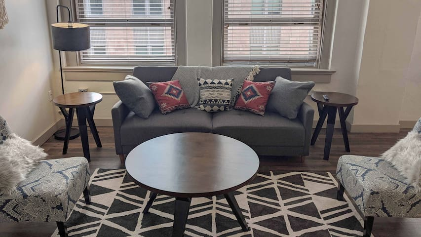 Luxury 1BR Wichita Flat with Pool and Gym