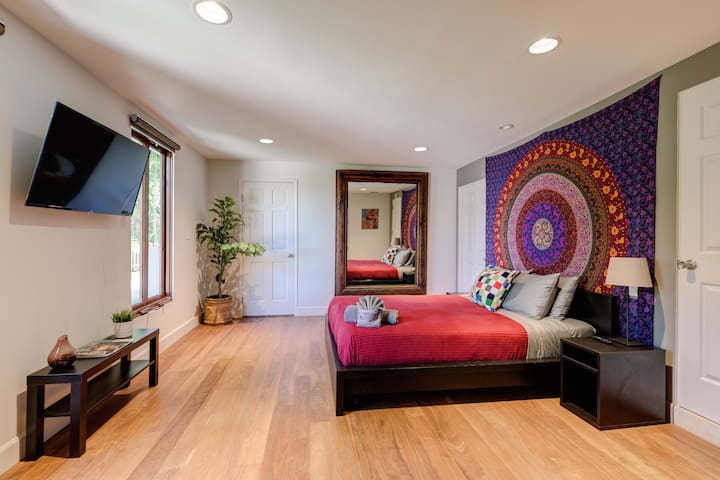 Beautiful & private 3BR Hollywood Hills view home!