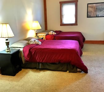 Comfortable Room in Historic Lodge - Haines - Pis