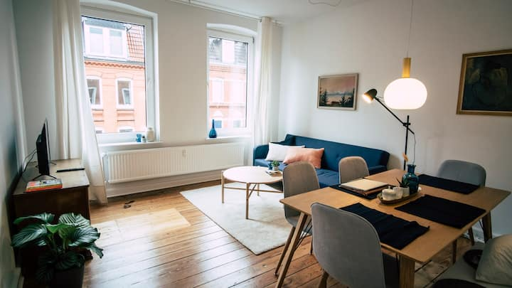 Cosy old building, 2BR w. Netflix & 24/7 Check-in