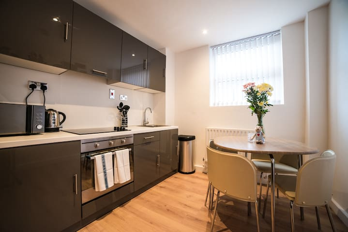 Two Bedroom Apartments at Keswick House - Leicester - อพาร์ทเมนท์
