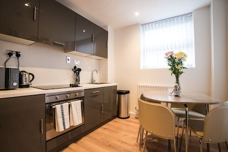 Two Bedroom Apartments at Keswick House - Leicester