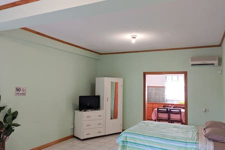 Room for 2 Near UVF Aiport w/ Full Kitchen