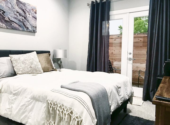 *Luxury & Location! Patio Suite in East Downtown