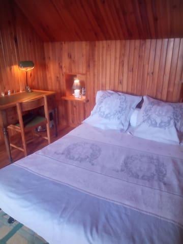 Tarbes chambre privée. Avec bureau et télévision
