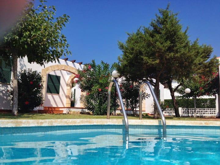 4 casas con jardín y piscina (nº1 - 2 baños)
