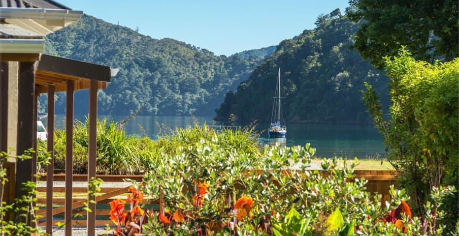 *Ngakuta Bay Waterfront*   Queen Charlotte Sound