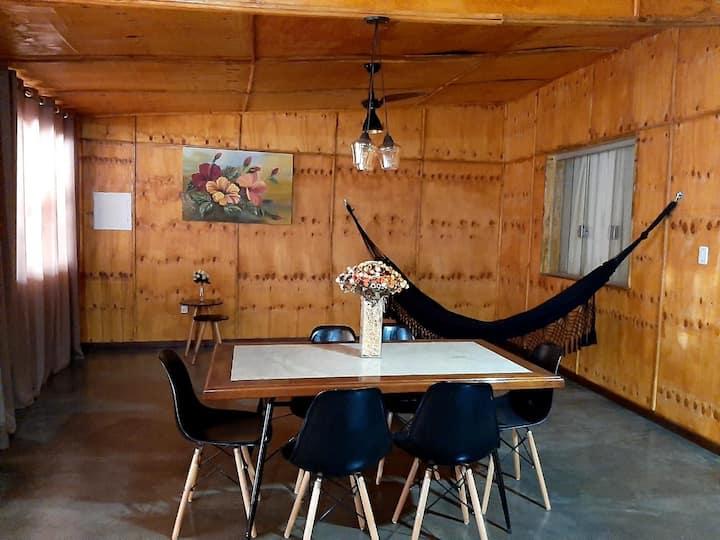 Linda e aconchegante casa de madeira