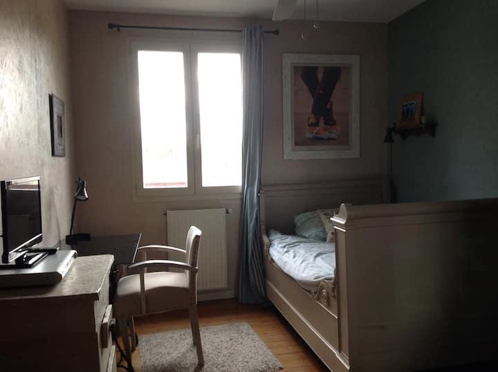 Chambre cosy pour 1 pers dans maison de pierre