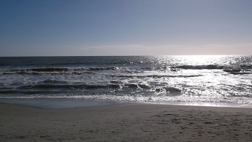 QUIET CONDO WALK TO BEACH