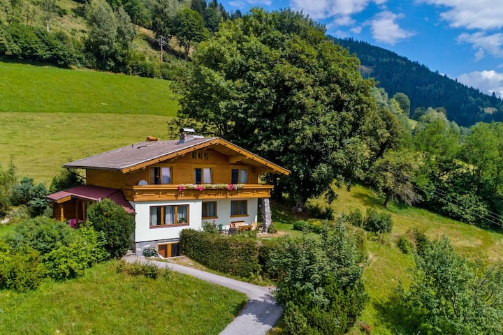 Spacious Chalet with Sauna in Piesendorf