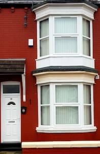 5x En-suite bedrooms with TVs in each room
