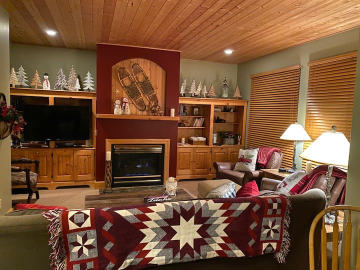 Ski In/Out Village Condo w/Stunning View & Hot Tub