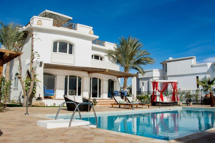"Jacaranda ""family"" villa with private Pool"