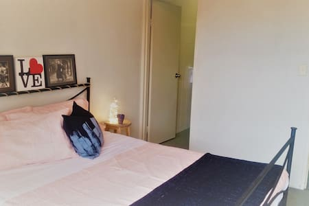 Private bed/bath in great location! - Camperdown - Apartament