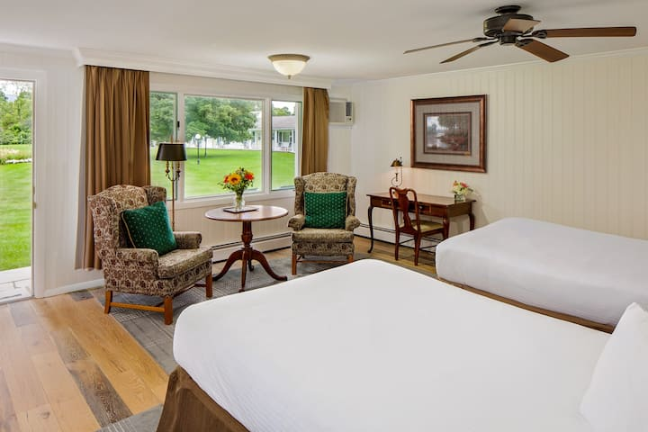 The Palmer House Resort-Deluxe Two Double Beds