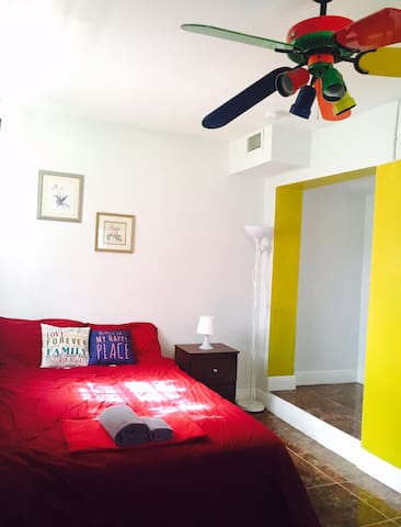 Yellow bright room at the heart of Miami #7