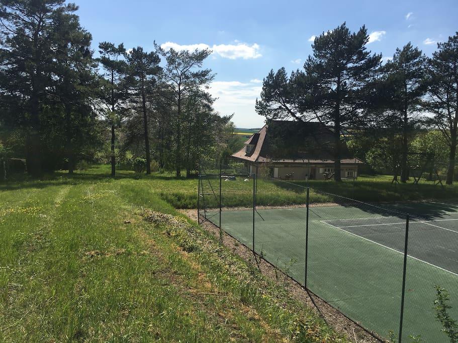 Maison au coeur d 39 un parc d 39 1 5 ha avec tennis houses for 1 maison parc court