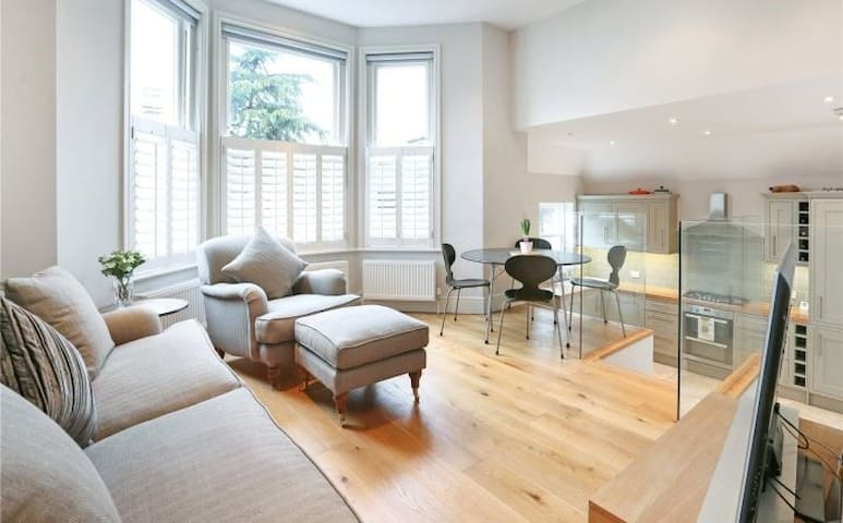 Stunning 2BD maisonette in exclusive, quiet area - London - House