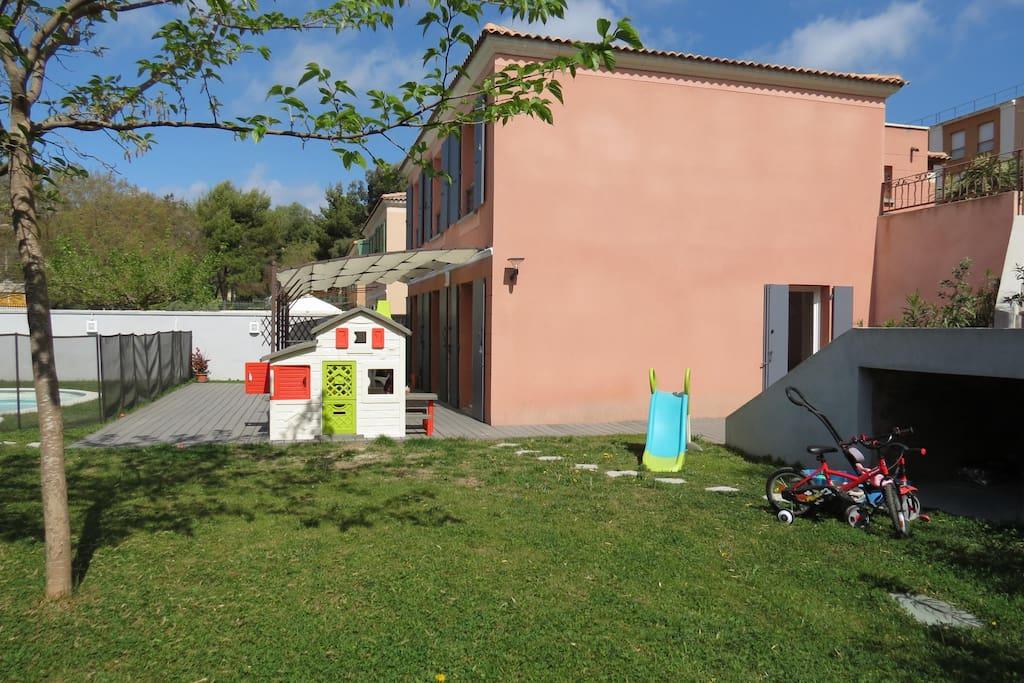 jardin ,terrasse et piscine