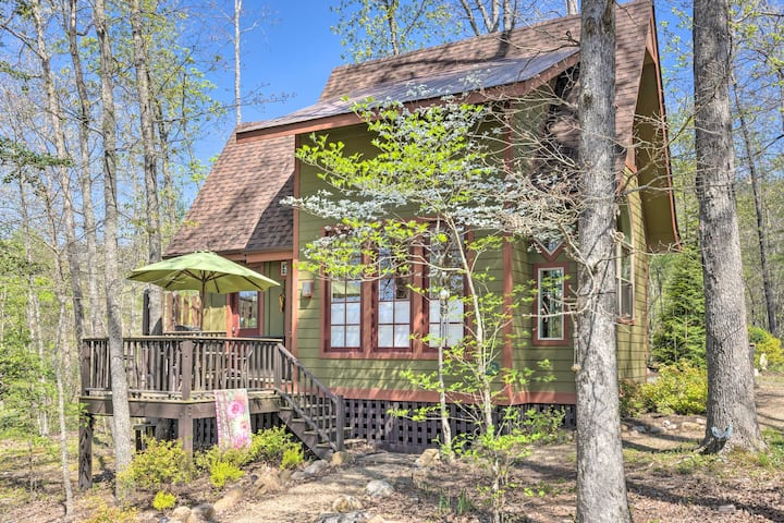 Cheery Hot Springs Studio w/ Deck & River Access!