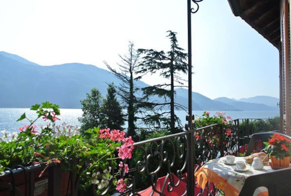 vista panoramica dal balcone al 1°piano