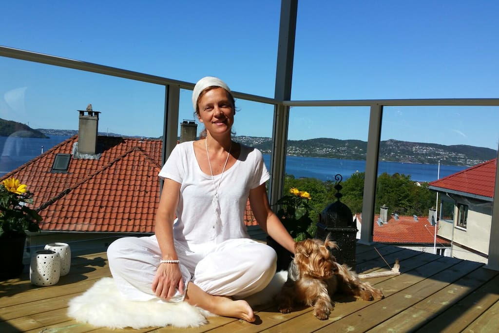Come and do some kundalini yoga with me on the balcony (Ludvig might join too)