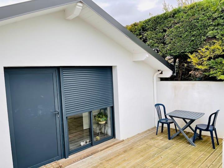 Studio dans maisonnette avec terrasse 5mn plages