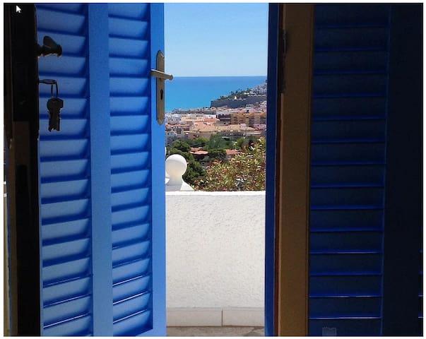 Hus med fantastisk terasse og udsigt